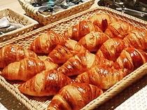 朝食メニュー 人気の焼きたてクロワッサン
