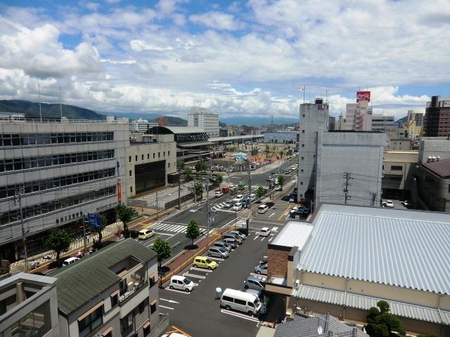 ホテルから高知駅の眺め