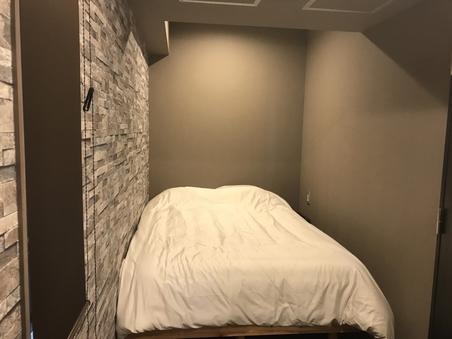 4人部屋ダブルベッドが2つ