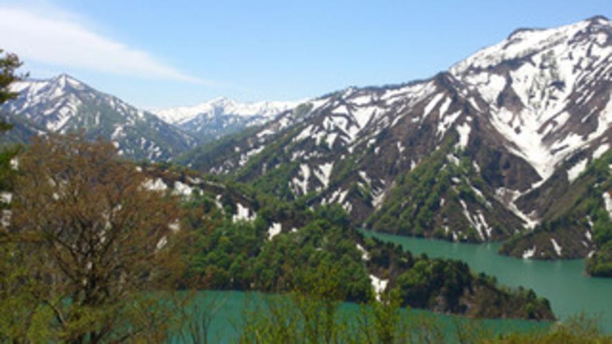 田子倉湖の残雪