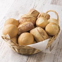 【日替わりメニュー】パンのバリエーションは日替わりです