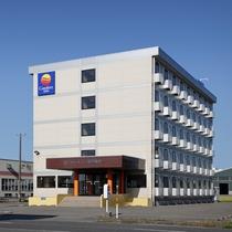 【駐車場無料】ホテル敷地内に平面駐車場完備