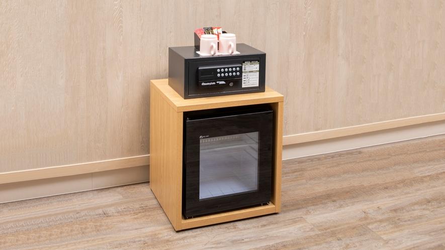 【客室設備】冷蔵庫・金庫