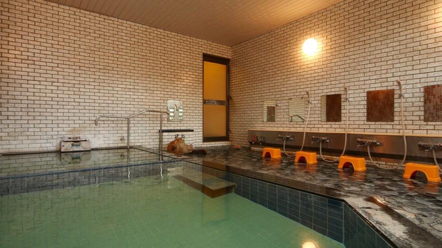 お風呂 男女各1 温泉をご希望の方は宿から徒歩5分の「薬師の湯」をご利用ください
