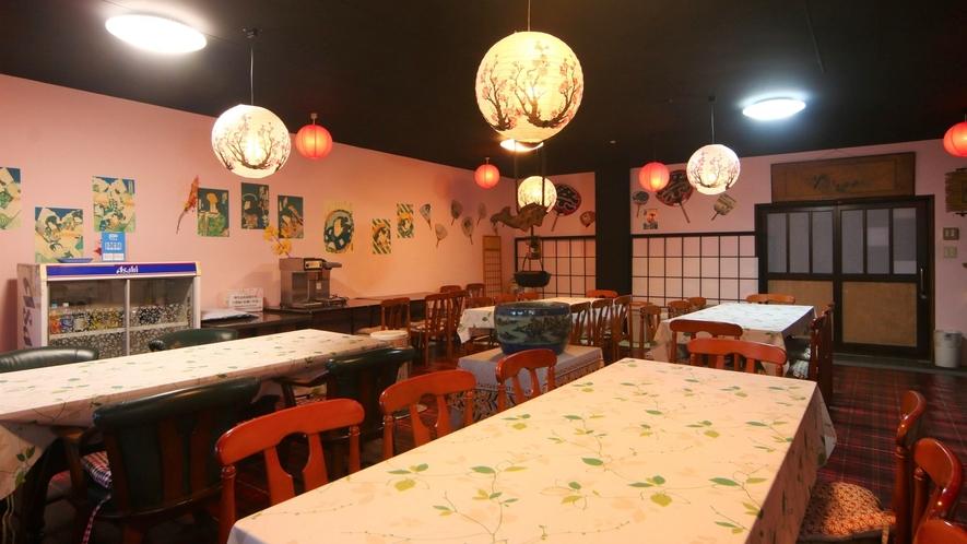 自由にご利用できるカフェスペース レトロな和の空間