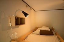 2段ベッド2台付4名様までご宿泊可能な個室・男女共用のドミトリー(4人部屋)