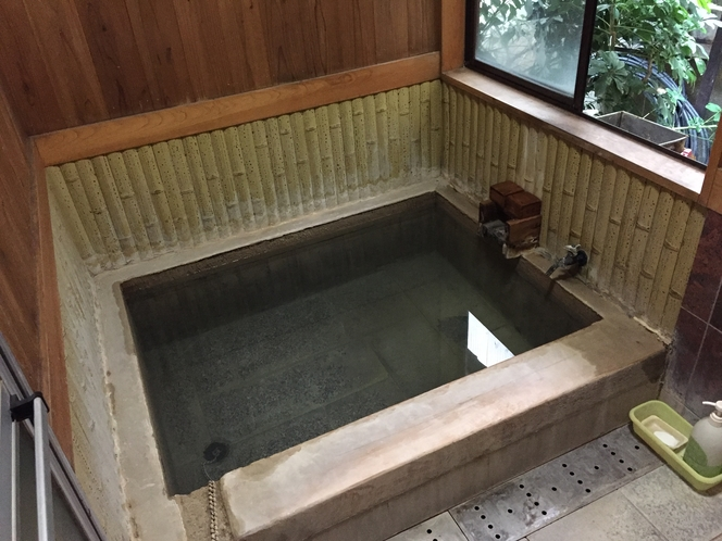 源泉かけ流しの内湯【24時間利用可・プライベート(貸切)利用可】