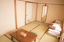 7.5畳和室(風呂・トイレ・洗面共用)※3名様までご宿泊可