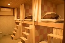 女性専用のドミトリー(風呂・トイレ・洗面共用・6人部屋)
