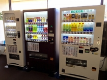 ◆飲料自販機◆アルコール、ジュースとございます。