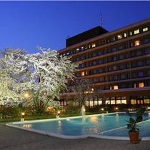 ホテル外観(夜桜)