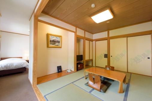 【和洋室】ベッドルームと和室に分かれたお部屋