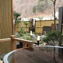 お庭を望む客室露天風呂