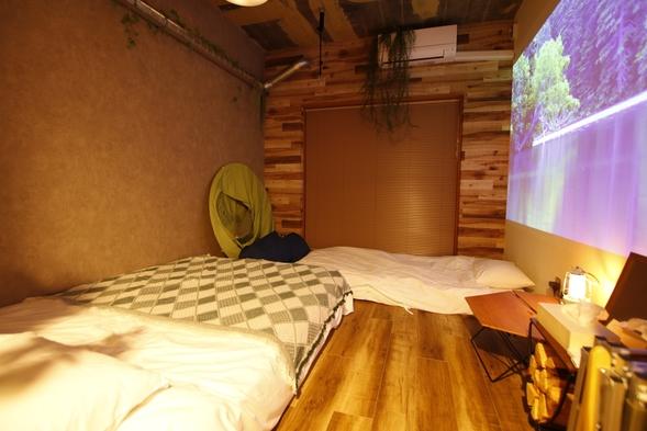 【3人旅向け】2階CAMP DOUBLE ROOM(エキストラベッド付)でアウトドア気分♪