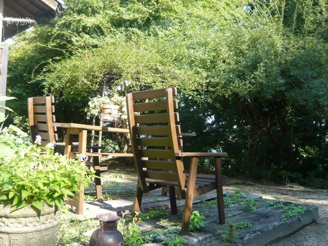 庭のアームチェアー