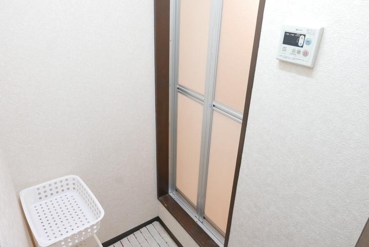 Tatami Shared bathroom