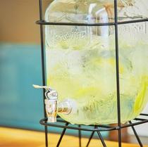 【ティーラウンジ】コーヒー、紅茶、ウーロン茶、緑茶などを無料でご用意しております。