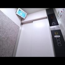 防犯カメラ付きの最新エレベーター
