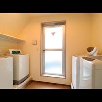 《洗濯室》 全4台の洗濯機有ります♪
