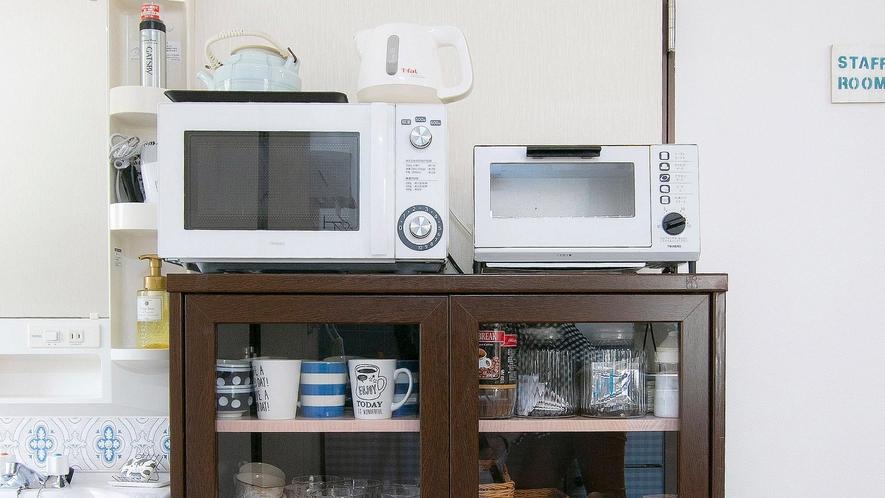 ・【共用キッチン】電子レンジ、オーブントースター、湯沸かしポッドなど一通り揃えております