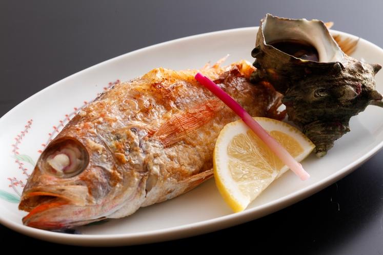 日本海から水揚げされる高級魚ノドグロは、姿盛りで。