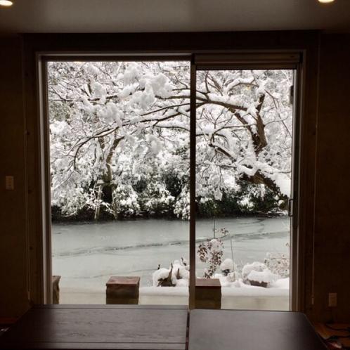 窓から見える雪景色