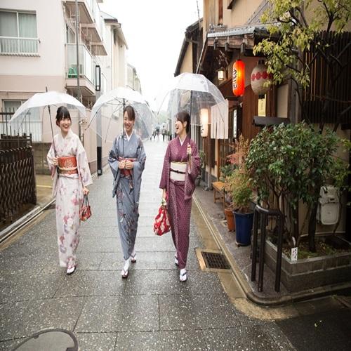 着物女性 京都の町並み