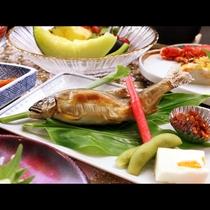 【鮎の塩焼】夏の季節には鮎の塩焼きが楽しめます。