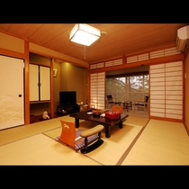 【一般和室】当ホテルのスタンダードルームとなります。8畳+縁側+トイレ・洗面付