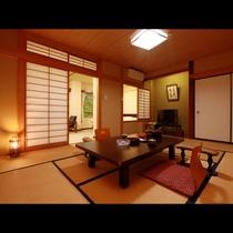 【和洋室】10畳の和室の奥にベッドルーム。寛ぎと休息の空間を使い分け・・・当館一番人気の客室