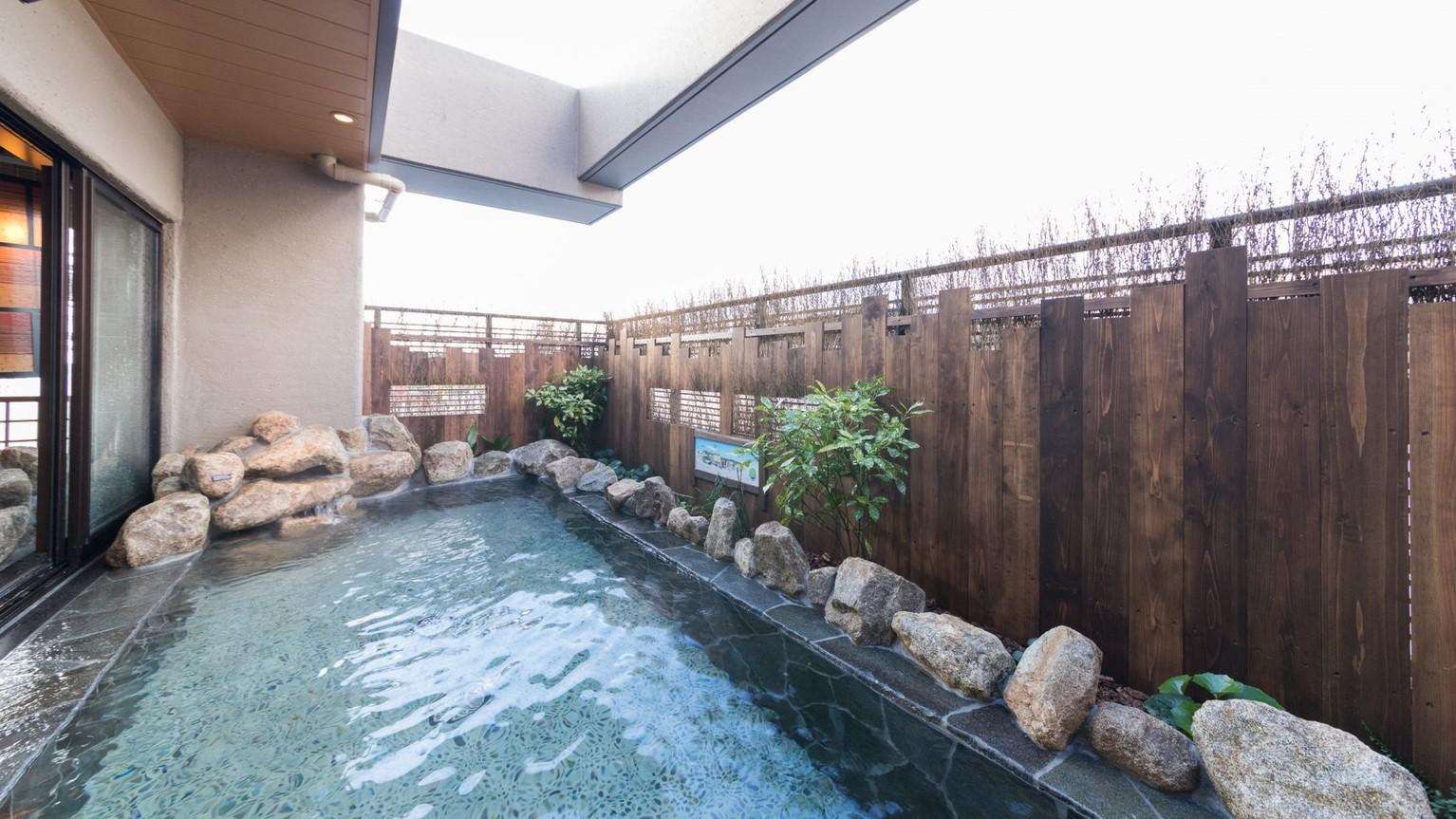 【男性】露天風呂(湯温:42℃)アルカリ性単純温泉