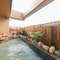 ◆男性大浴場露天風呂 奥行たっぷり広々空間♪