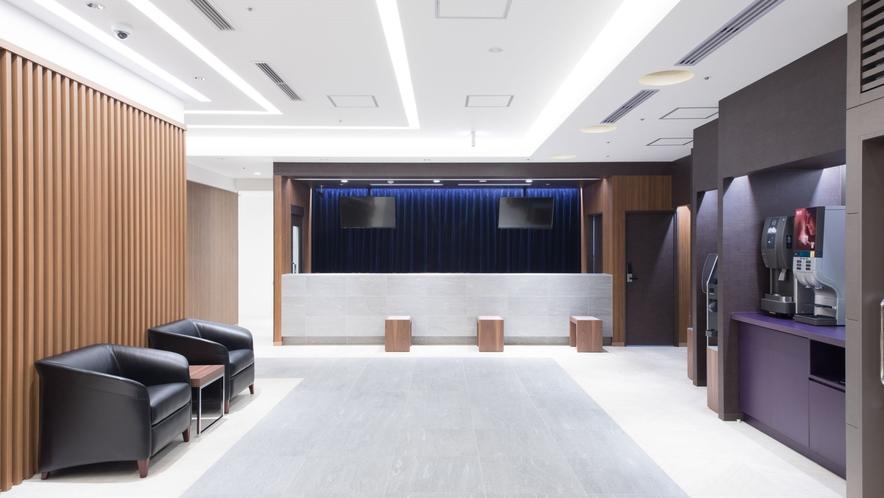◆フロントロビー 喫煙所・自動販売機・共用部トイレ・フリースペース完備