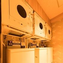 ◆ランドリーコーナー 男性大浴場、女性大浴場ともに3台ずつ洗濯機、乾燥機ございます