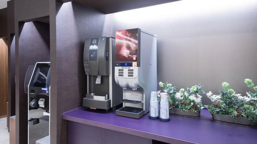 【1Fロビー】ウェルカムドリンク ホットとアイスコーヒーをご準備しております。