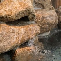 ◆男性大浴場露天風呂 奥道後から引いた天然温泉はトロトロのアルカリ性です♪