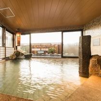 ◆男性大浴場内湯からの露天の眺め 柵の向こうには松山城が♪