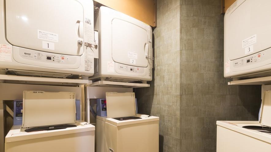 【男女大浴場】洗濯機、乾燥機3台(洗濯機無料、乾燥機20分100円)