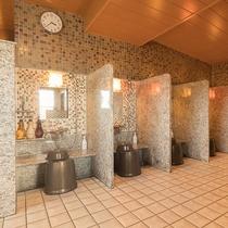 ◆男性大浴場カラン 全部で7個、多くのお客様がご利用できます