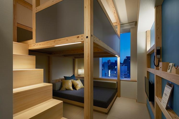 ◇やぐらルーム◇夜は角材に隠された間接照明が優しく照らします