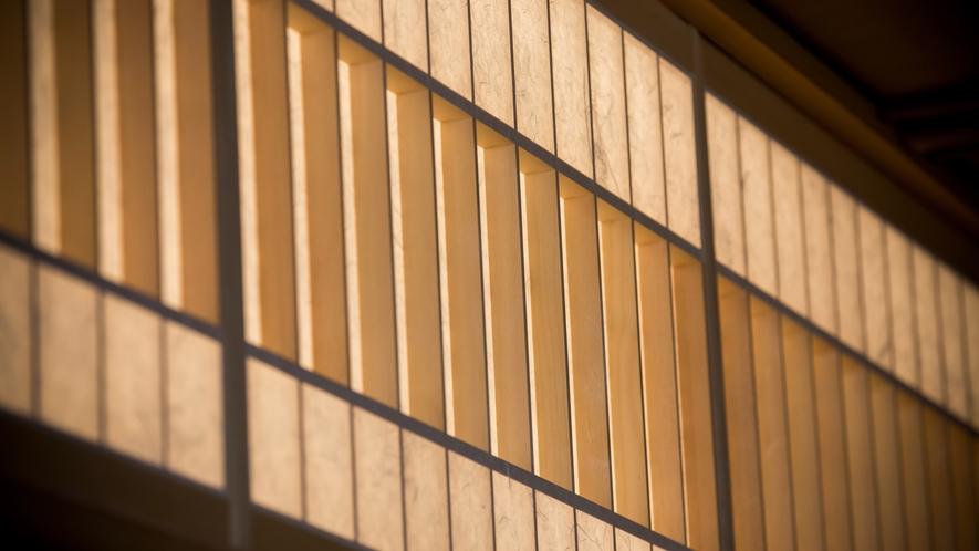 ダイニング「清水茶寮」に用いた【黒谷和紙】は非常に丈夫で世界遺産・二条城の障子にも使用されています