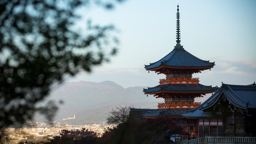 清水寺の高さ約31メートルの国内最大級の三重塔