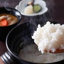 【ダイニング「清水茶寮」】夕食にはお客様ごとに炊きたてのかまど炊き御飯をご用意