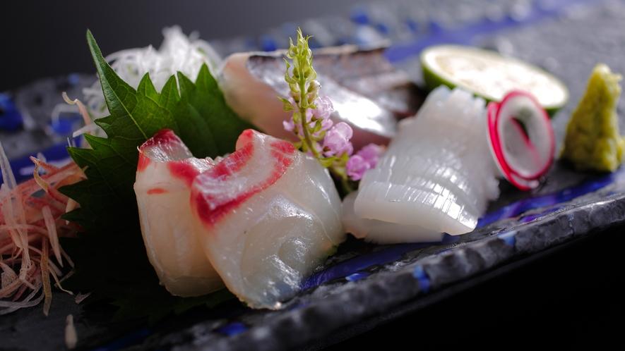 【ダイニング「清水茶寮」】夕食イメージ 明石の天然紅葉鯛、淡路の太刀魚、若狭のあおりいか