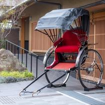【人力車 えびす屋※有料】俥夫のガイド付きで東山の名所巡りへ。ホテル玄関前からお乗りいただけます。