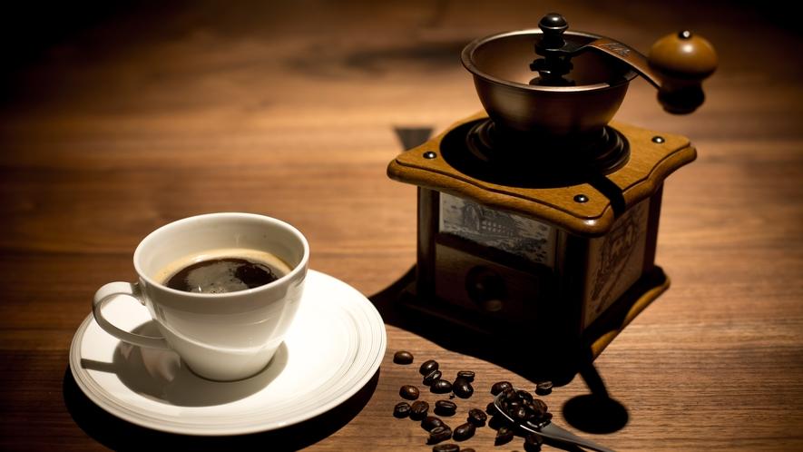 ゲストラウンジ「音羽リビング」お客様自身で豆を手挽きミルで挽いて珈琲をお愉しみいただくこともできます
