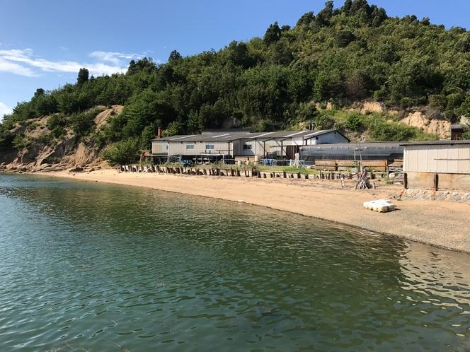 近くの浜辺