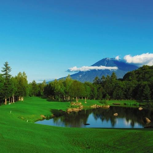 *ゴルフ/宿泊先から車で30分圏内に幻想的な空間が広がるゴルフコースが3つございます。