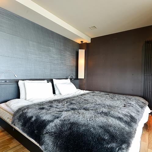 *1ベッドルーム/モノトーンを基調としてモダンな雰囲気のお部屋。ツイン又はダブルベッドとなります。