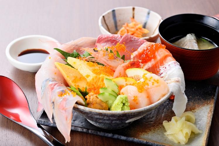 魚益 こぼれ海鮮丼